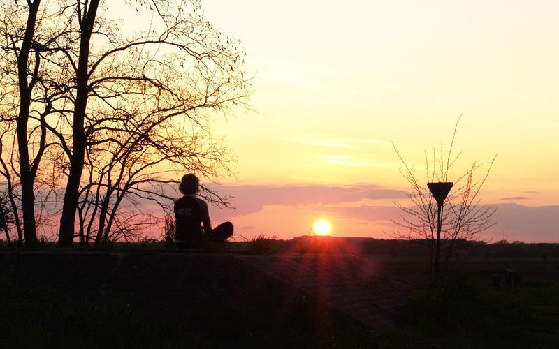 Meditation im Sonnenuntergang